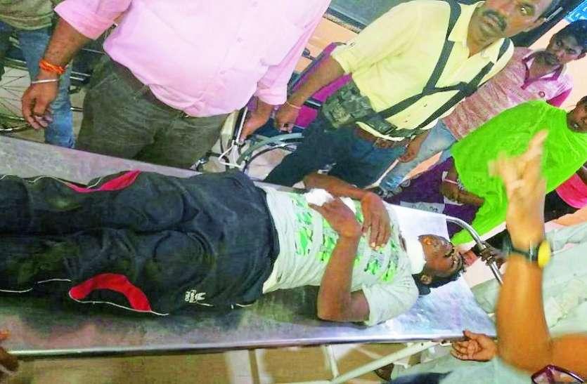 माओवादियों ने साप्ताहिक बाजार में जवानों पर किया हमला, दो माओवादी घायल