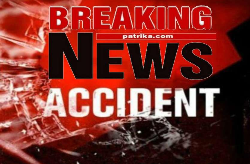 BREAKING: ट्रेलर की चपेट में आकर बाइक सवार एक की मौत, दो घायल