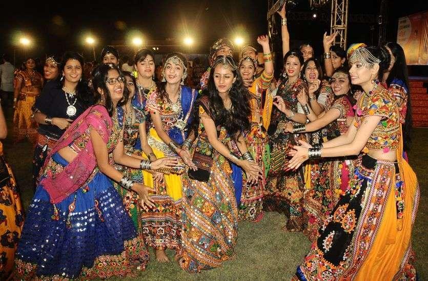 Garba's rhythm on Gujarati Sur and Marwari Taal
