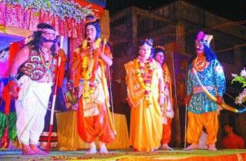 रामलीला का हुआ मंचन, नाटक देखकर दर्शक भाव विह्वल हो गए