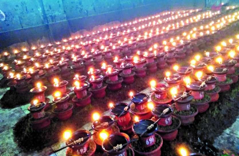 आस्था...भक्तों ने किए माई की नगरी में 8000 से अधिक मनोकामना ज्योत प्रज्जवलित