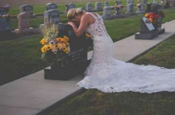 व्हाइट गाउन में कब्रिस्तान पहुंची दुल्हन, मंगेतर की कब्र से रचाई शादी