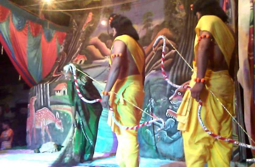 इस ऐतिहासिक रामलीला का मंचन देख श्रद्धा में लीन हुए दर्शक