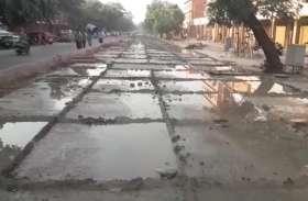 किशनपोल में  स्मार्ट रोड का काम नही होने से व्यापारी नाराज