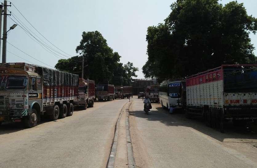 लम्बा-चौड़ा हाईवे फिर भी वाहनों को निकालने में चालकों को क्यों करनी पड़ती है मशक्कत