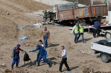 तुर्की: अवैध प्रवासियों को लेकर जा रहा ट्रक खाई में गिरा, 22 की मौत