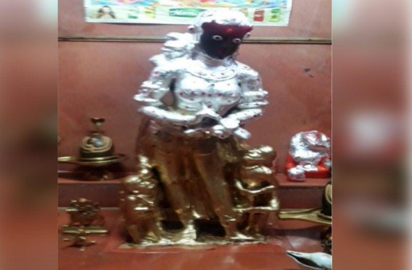 बच्चा जन्म लेने के छठे दिन भाग्य लिखती हैं ये देवी, एक हाथ में कलम तो दूसरे में है कपाल