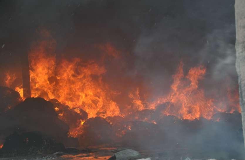 पंचपीरा पहाड़ी पर धधकती रही आग
