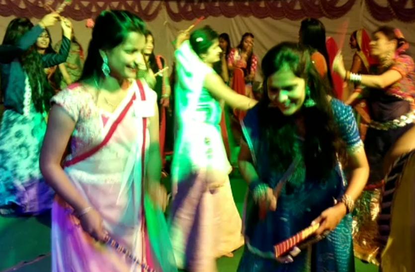 राजस्थान में यहां आधी रात तक युवतियों ने ऐसे दिखाया जलवा, देखे वीडियो..
