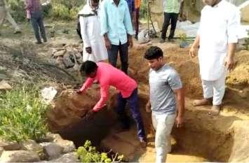 राजस्थान में एक मां ने न्यायालय से लगाई गुहार, इस उम्मीद में कब्र से बाहर निकलवाया अपने जवान बेटे का शव