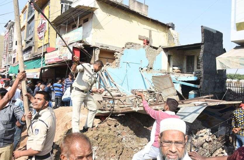 स्टेशन रोड एक मंजिला मकान गिरा, बड़ा हादसा टला