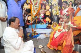 मुख्यमंत्री ने जमशेदपुर में देवी दुर्गा की पूजा अर्चना की,कन्या पूजा में लिया हिस्सा