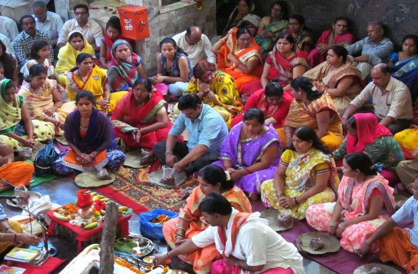 Photo Gallery :  शहर में नौ दिन सजे दुर्गा पंडाल जगह-जगह हुआ हवन पूजन और भंडारा