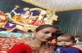 नवरात्र में सेल्फी का क्रेज, भक्तों ने मां दुर्गा संग ली selfie