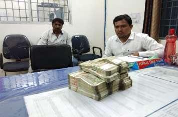 चेकिंग के दौरान एक सामान्य शिक्षक के पास से बरामद हुए 10 लाख नगद तो उड़ गए पुलिस के होश
