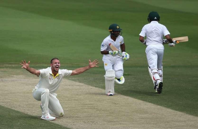 अनोखा रनआउट: बीच क्रीज पर बात करने लगे PAK बल्लेबाज, कंगारू विकेटकीपर ने यूं करा दिया रन आउट