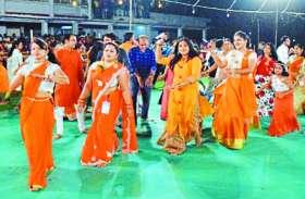 Navratri 2018: गरबा पंडालों में माता की भक्ति में खूब थिरके