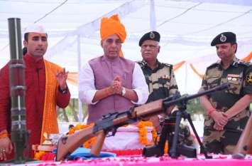 बीएसएफ के शस्त्र पूजन में शामिल हुए राजनाथ सिंह, देखिये तस्वीरें