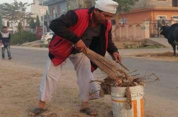 स्वच्छता की मिसाल बने अलवर के टोपी वाले बाबा, पिछले 6 साल से नि:स्वार्थ भाव से कर रहे हैं कॉलोनियों की सफाई