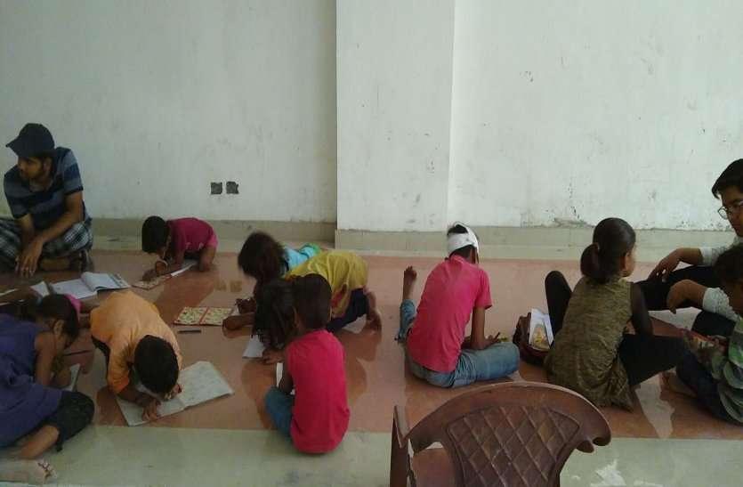स्कूल छोड़ चुके बच्चों ने फिर थामी किताब और पेंसिल