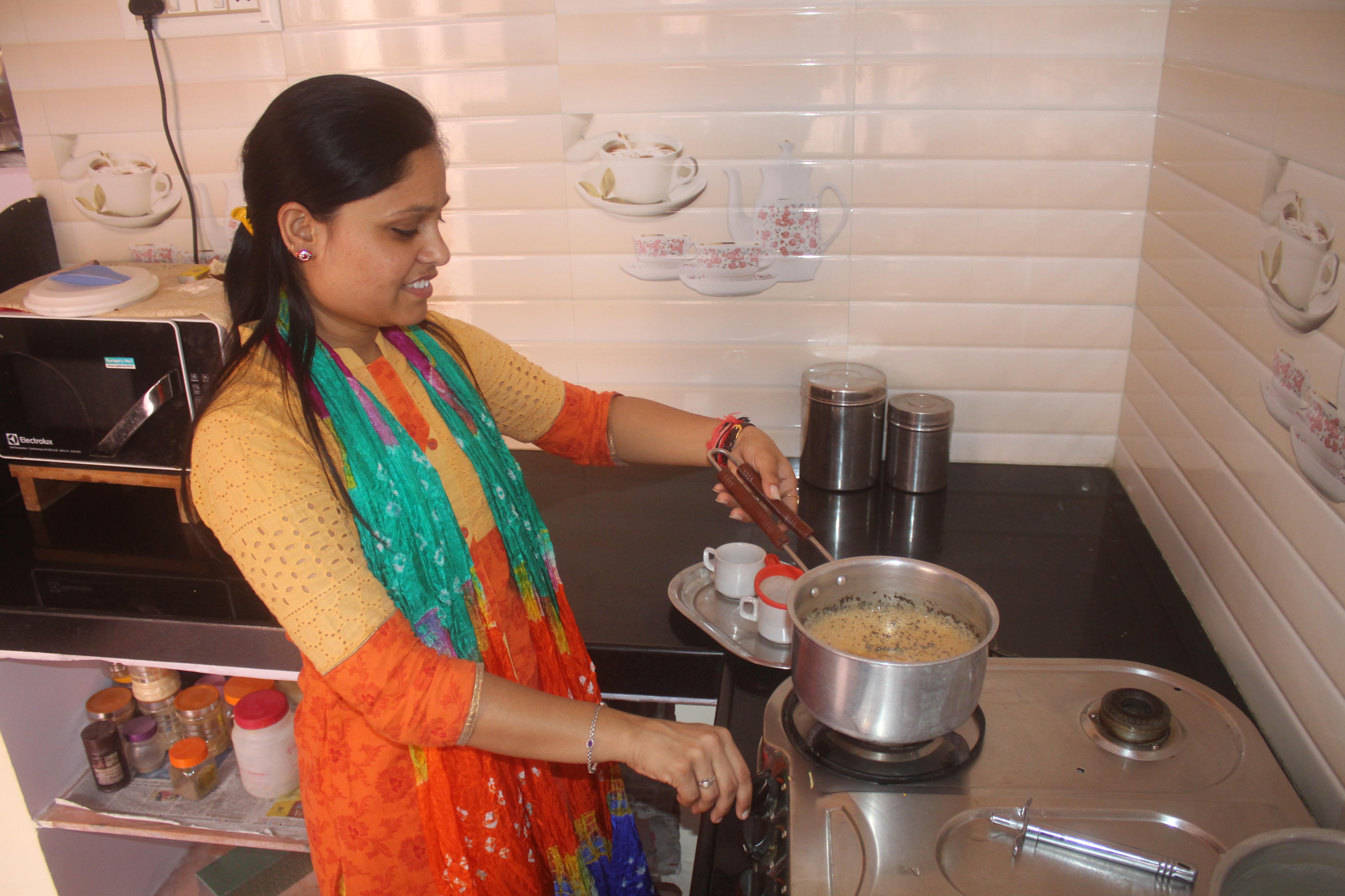 हैप्पी दिवाली...घरों में सफाई और रंग रोगन , बाजार में नहीं अभी रौनक