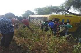 BREAKING: नेशनल हाइवे में यात्रियों से भरी बस पलटी, एक की दर्दनाक मौत, 10 घायल