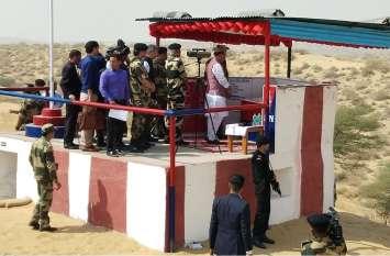 गृहमंत्री राजनाथ सिंह ने किया भारत-पाक सीमा का दौरा: कहा- पड़ोसी का इलाज करना जानते हैं सुरक्षा बल