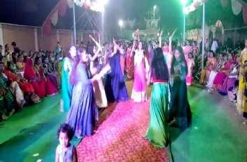 महिलाओं को आगे लाने के लिए तीन सालों से किया जाता है डांडिया महोत्सव का आयोजन