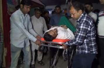 बागपत में व्यापारी से लूटे 4 लाख रुपये, विरोध करने पर बेटे को मारी गोली- देखें वीडियो