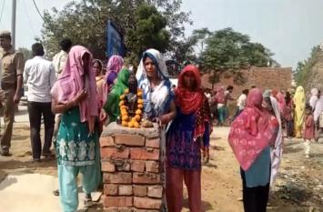 गौतम बुद्ध की मूर्ति लगाने को लेकर दलित समाज की दो जातियां आपस में भिड़ीं, भारी पुलिस बल तैनात