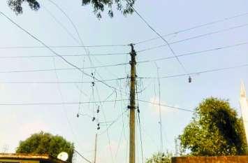 गांवों में चोरी की बिजली से लोगों के घर हो रहे रोशन, विभाग का ध्यान नहीं