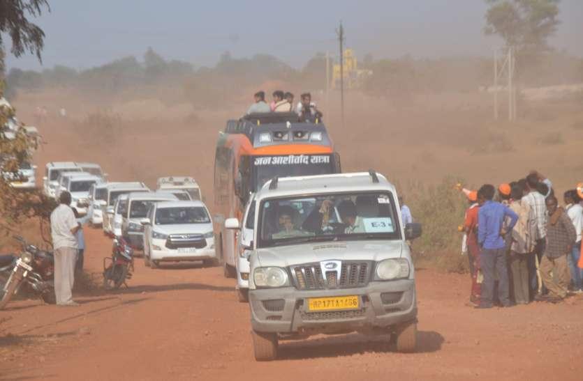 सिरमौर-सेमरिया के बीच 44 मिनट तक सोलह किमी सड़क पर हिचकोले खाते रहे सीएम