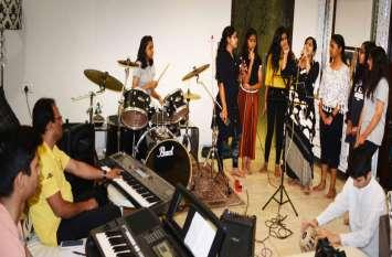 कुवैत की सफा ने ऑनलाइन सीखा संगीत, कल देंगी रॉकर्स बैंड पर लाइव परफॉर्मेंस