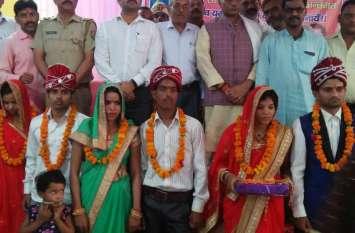 मुख्यमंत्री सामूहिक विवाह योजना में भाजपा नेताओं ने करा दी अपनी बेटियों की शादी