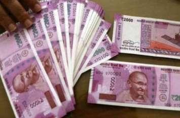 कार में मिले तीस लाख रुपए, जानें किसकी थी राशि