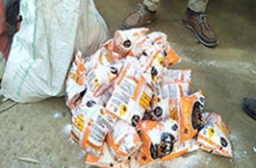 यूपी के इस शहर के लोग नमक की बजाय खा रहे थे यह, पुलिस ने ब्रांडेड कंपनी के नाम की पकड़ी फैक्ट्री