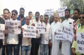CBI कार्यालय के बाहर प्रदर्शन कर रहे महंत, सत्यनारायण शर्मा सहित कई समर्थक गिरफ्तार