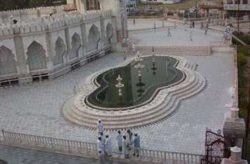 दुनियाभर में अपनी खूबसूरती के लिए प्रसिद्ध है यूपी की ये भव्य मस्जिद, अद्भुत है पत्थरों पर की गई नक्काशी, देखें वीडियो-