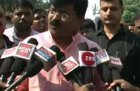 बिजली विभाग के दफ्तर में मंत्री का छापा, अधिकारियों को लगाई फटकार