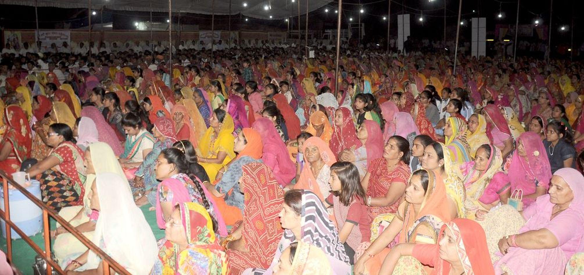 गोकृपा कथा सुनने उमड़ा शहर