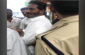 वाईएसआर कांग्रेस नेता जगनमोहन को अस्पताल से मिली छुट्टी,विशाखापटनम हवाई अड्डे पर हुआ था हमला