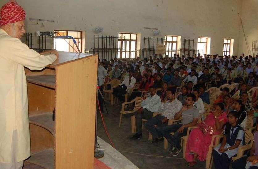 इसरो वैज्ञानिक कल्ला ने दी भारतीय सेटेलाइट विकास की जानकारी