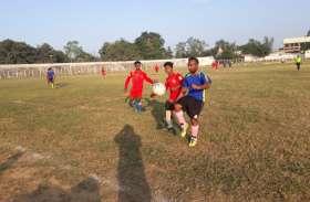 मैच शुरु होते ही गोल दागकर सरगुजा पुलिस ने कटाई फुटबॉल लीग फाइनल की टिकट