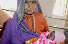 कोख से जन्म लेते ही नवजात को फेंका, तो दूसरी महिला ने साड़ी के पल्लू से आंचल ओढ़कर अस्पताल पहुंचाया