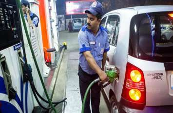 तेल की कीमतों में राहत, पेट्रोल के दाम में 15 पैसे आैर डीजल की कीमत 10 पैसे प्रति लीटर की कटौती