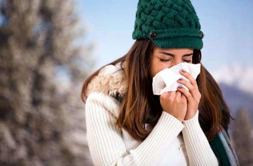 सर्दी के मौसम में भूलकर भी न खाएं ये 6 चीजें, वरना बढ़ जाएगी गले की प्रॉब्लम