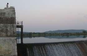 करोड़ों के बांध के बावजूद खेतों को नहीं मिल रहा पानी