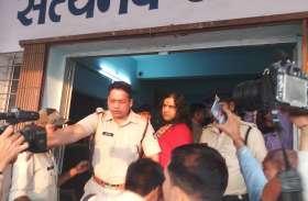 Breaking : पीतांबरा पीठ पहुंचे देवकीनंदन गिरफ्तार,फिर रिहा,लोगों में आक्रोश