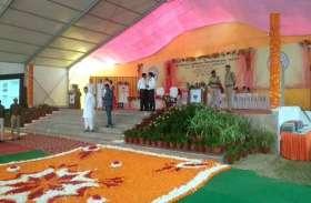 राजनाथ सिंह और राम नाईक ने दीक्षांत समारोह में जाने से पूर्व किया ये काम, देखें वीडियो