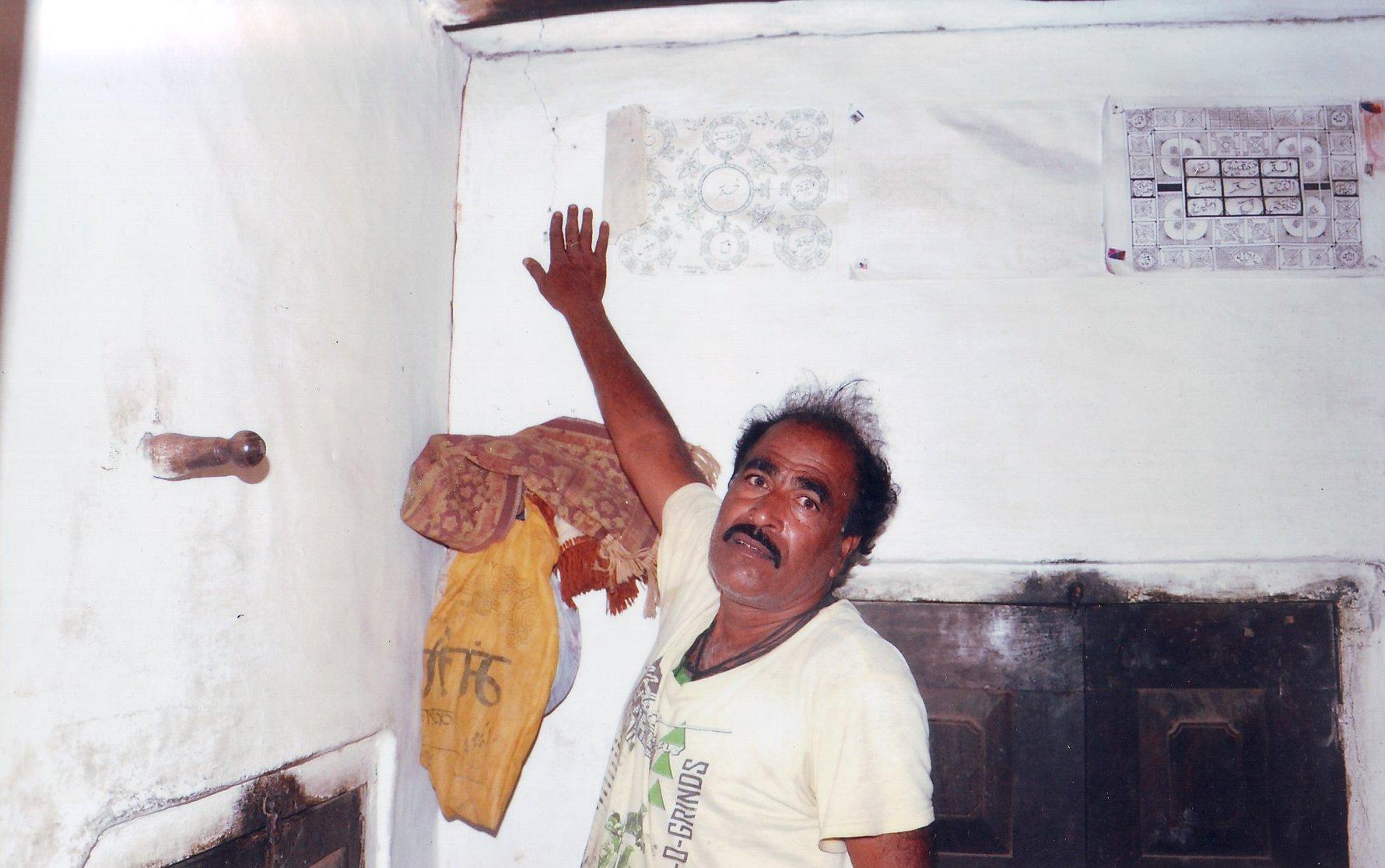ब्लास्टिंग से आ रही लोगों के घरों में दरार